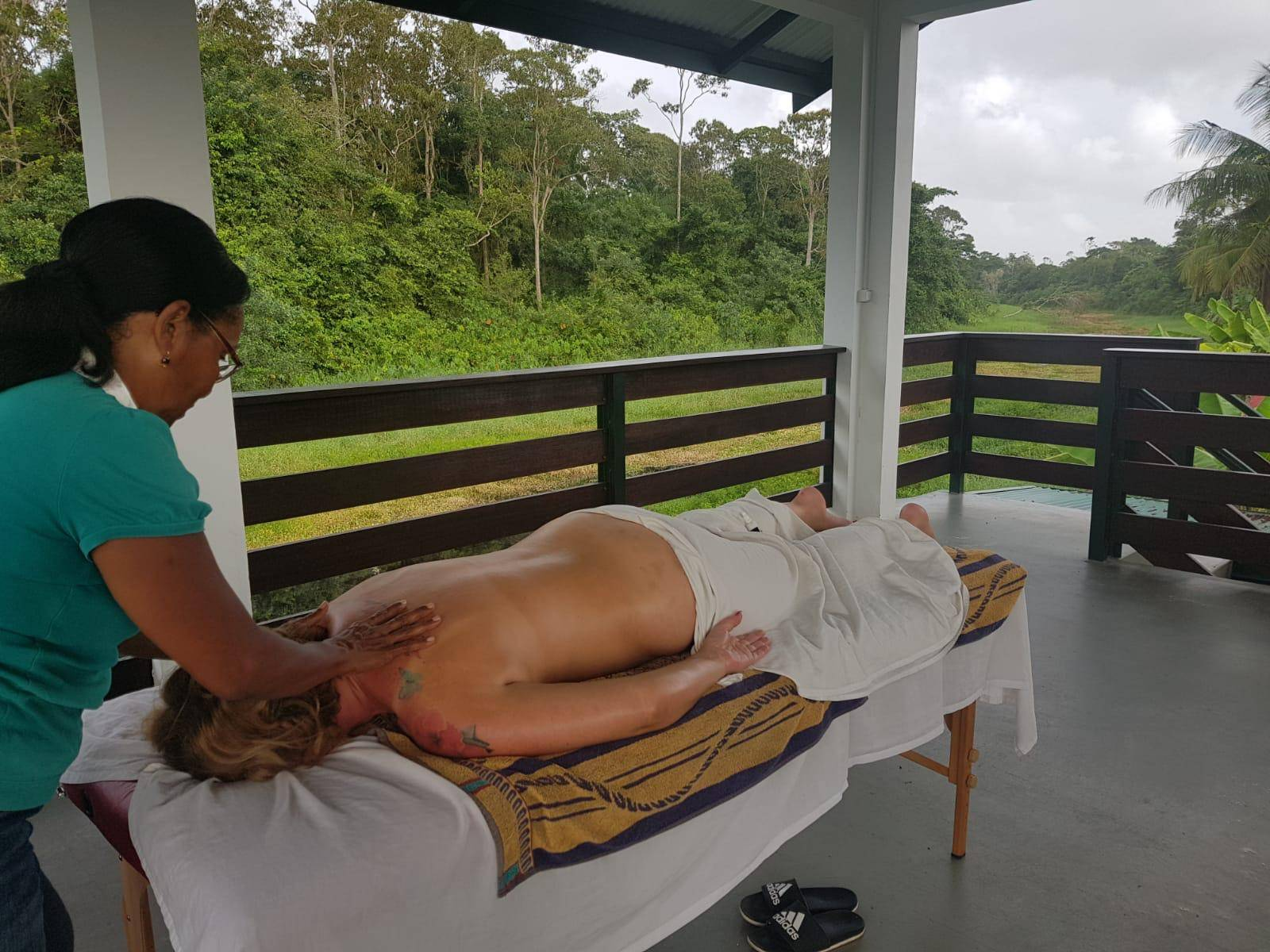 Massage in prieel